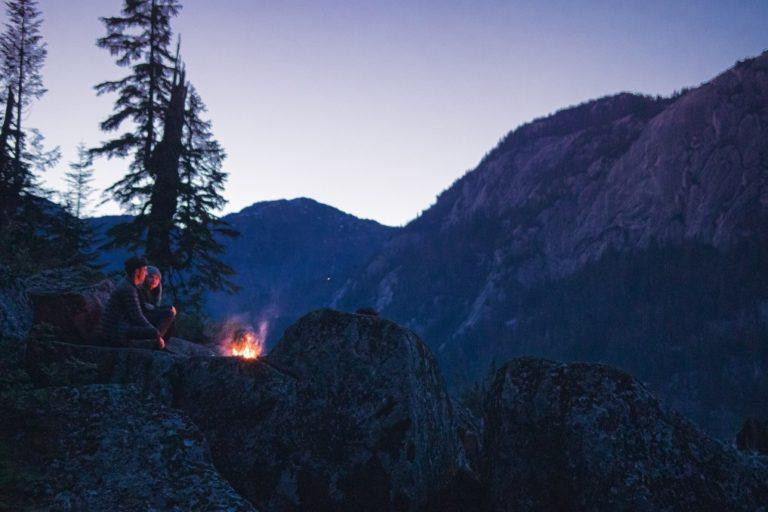 lagerfeuer in der natur - wie macht man ein feuer