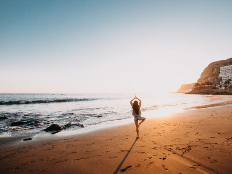 Yoga im Strandurlaub